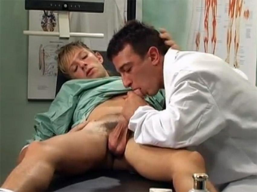 Médico taradão gosta de garotos