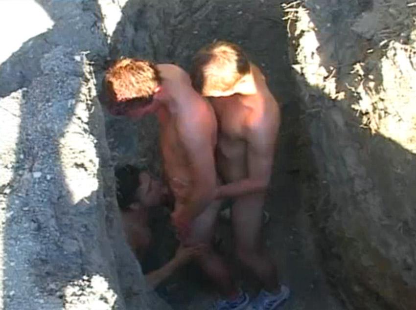 Garotos no sexo escondido