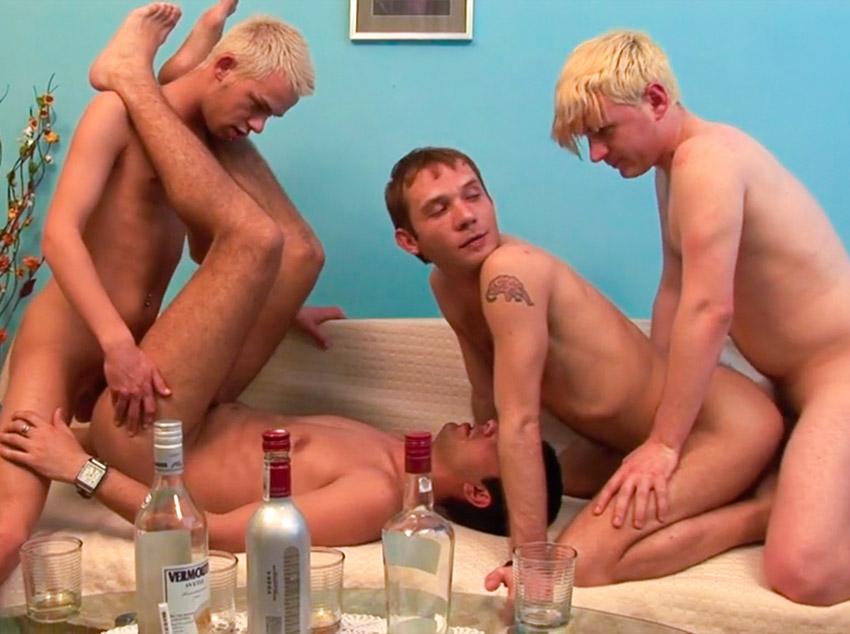 Fazendo orgia com amigos bêbados