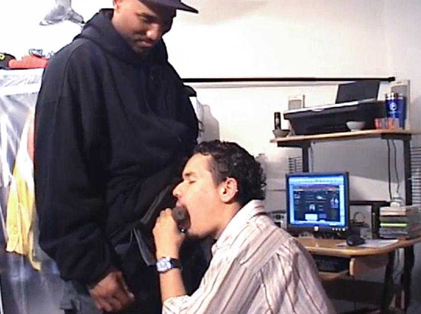 Fazendo programa com um negro do gueto