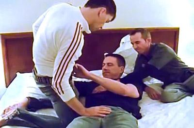 Orgia entre machos casados