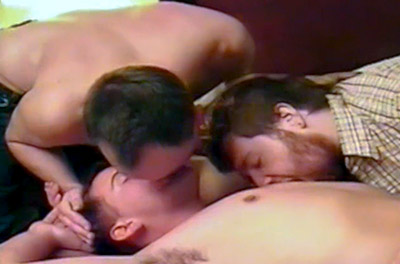 Três amigos descobrindo o sexo gay